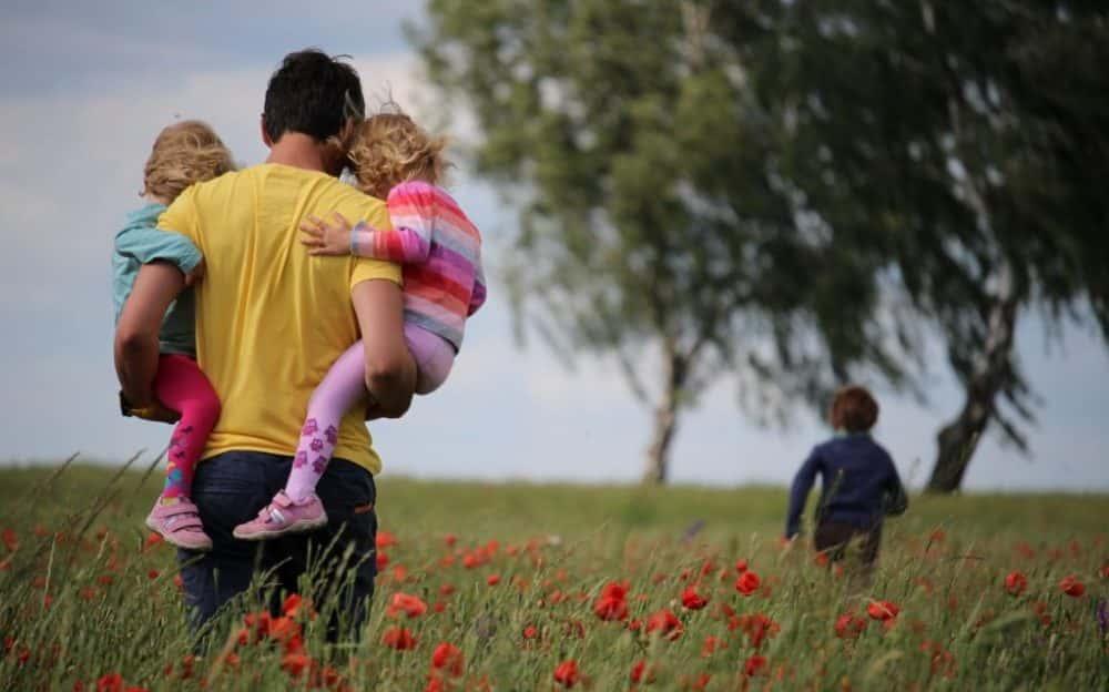 Papá con las niñas