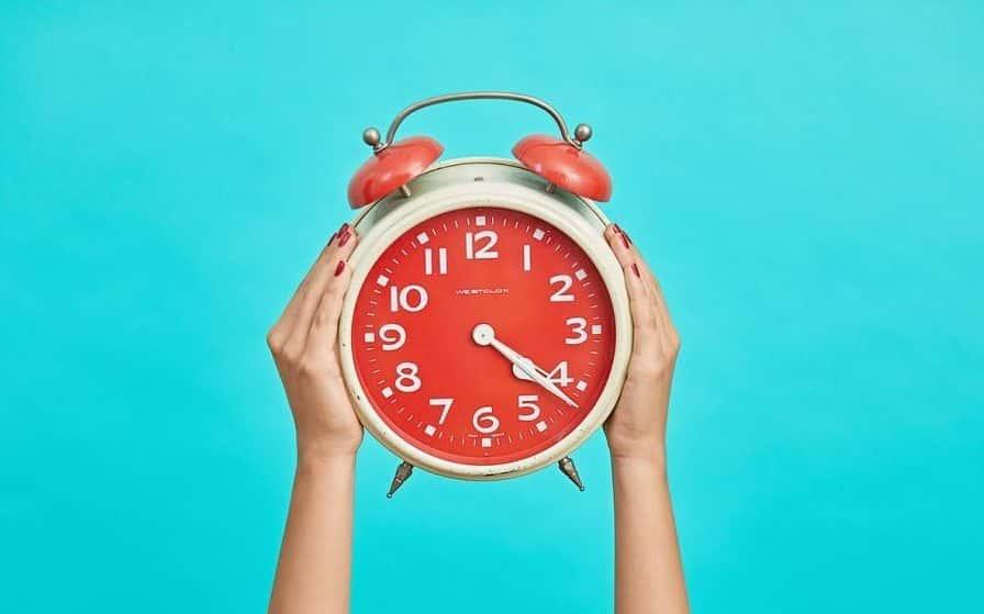 Cómo la duración y el tipo de jornada laboral influyen en el rendimiento y calidad del trabajo